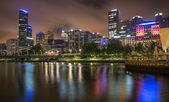 Melbourne skyline along the Yarra River at dusk. — Stock Photo