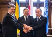 Petro Poroshenko, Ban Ki-moon and Bronislaw Komorowski — Stock Photo