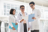 Asian medical team of doctors — Stock Photo