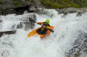 Kayaker in the waterfall — Stock Photo