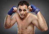 Bruised fighter ready to punch — Stock Photo