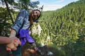Risky lean over cliff — Stock Photo