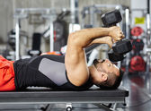 Man doing chest workout — Stock Photo