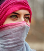Muslim woman outdoor — Stock Photo