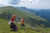 Two sisters hiking — Stock Photo