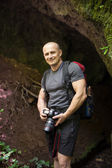 Hiker with professional camera — Stock Photo