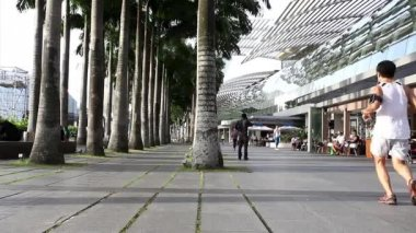 People in Singapore city center — Stockvideo