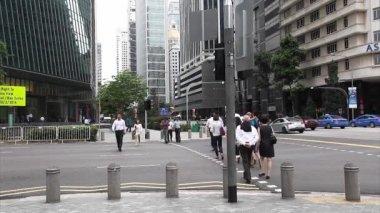 People crossing road — Stock Video