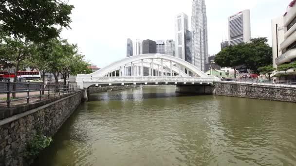 Puente sobre Río — Vídeo de stock