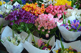 Colorful bouquets for sale at flower market — Stock Photo