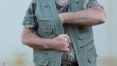 隐蔽的携带背心 — 图库视频影像