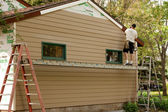 Installing cementboard siding — Stock Photo