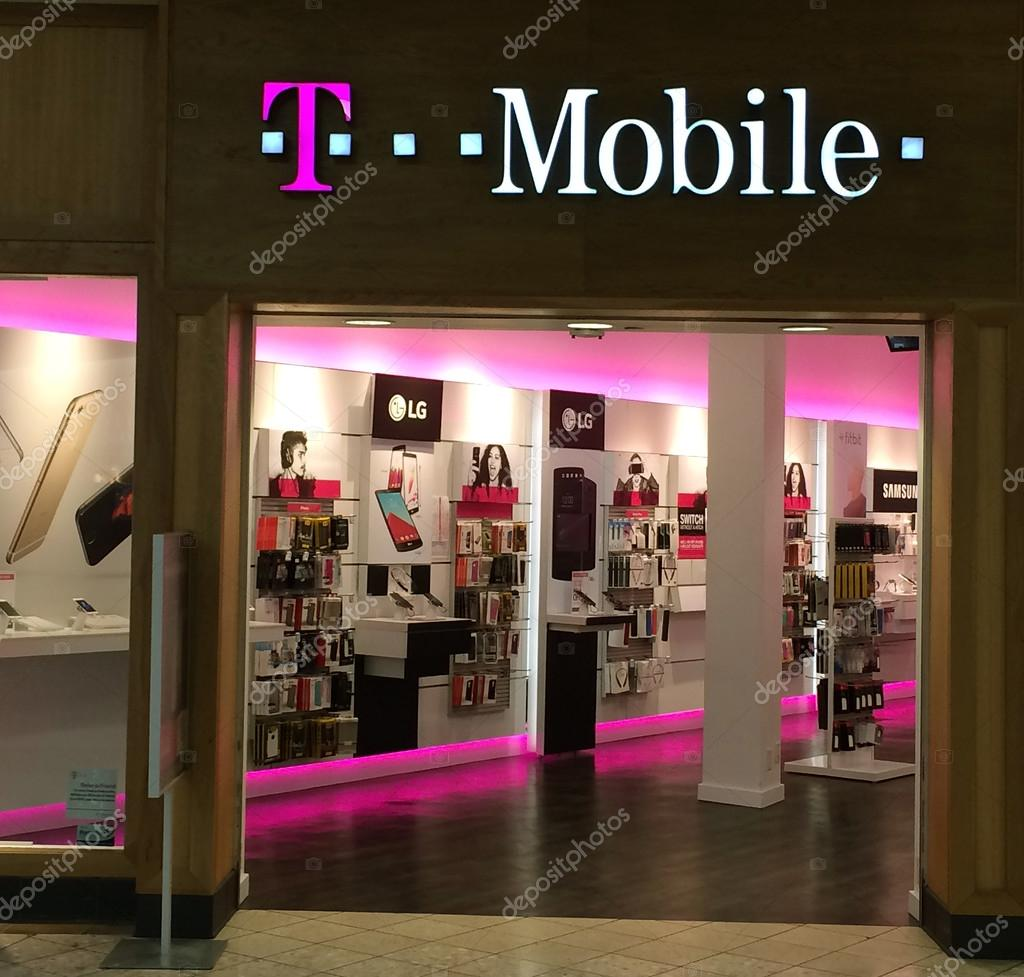 T-Mobile retail store – Stock Editorial Photo © rookman48 #98831716