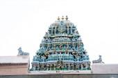 现代雕塑对寺庙 gopura — 图库照片