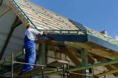 Completing work on a roof — Stock Photo