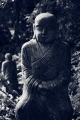 Ruined statue Ksitigarbha Bodhisattva  — Stock Photo