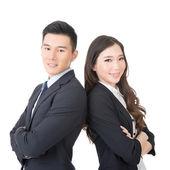 自信を持って若いビジネスマンやビジネスウーマン — ストック写真