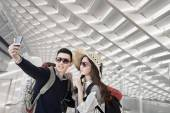 Asian couple travel and selfie — Stock Photo