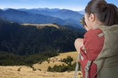 Backpacker take photo — Stock Photo