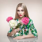 Fashion portrait of elegant woman with summer flowers — Stock Photo
