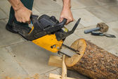 Making a birdhouse from alder logs — Stock Photo