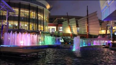 Beautiful fountains in Jungceylon Shopping center in Patong — Stock Video