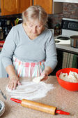 Senior woman making pie — Foto Stock