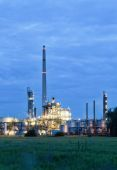 Chemical plant in twilight — Stock Photo