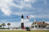 American Flag and Tybee Lighthouse — Stock Photo