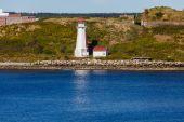 Witte vuurtoren op Canadese kust — Stockfoto