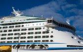 Balkone und Brücke auf Luxus-Kreuzfahrtschiff — Stockfoto