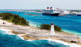 Nassau Lighthouse with Cruise Ships in Background — Foto de Stock