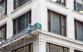 Scaffolding on Building at Dearborn and Madison in Chicago — Stock Photo