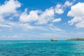 Fishing Boat on Horizon — 图库照片