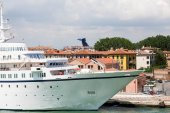 Yacht in Venice — Stock Photo