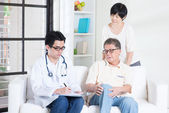 Doctor and patient healthcare concept — Stock Photo