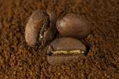 Coffee beans at roasted coffee heap — Stock Photo