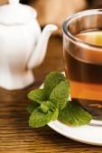 Teacup with fresh green tea — Stock Photo