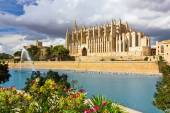 The Cathedral of Santa Maria of Palma de Mallorca, La Seu, Spain — Stock Photo