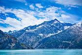 Glacier bay w górach w alaska, stany zjednoczone ameryki — Zdjęcie stockowe