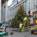 Decorating Christmas tree — Stock Photo #56676981