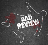Bad Review words on a chalk outline for a dead body — Stock Photo