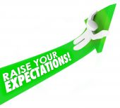 Raise Your Expectations words on a green arrow — Stock Photo