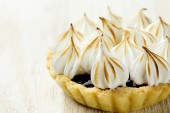 Tartlet with  berry confiture and meringue  — Stock Photo