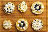 Tartlets with berry confiture and meringue — Stock Photo