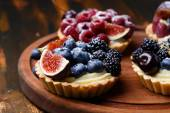 Tartlets with fresh berries — Stock Photo