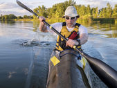 Senior male paddler training — Stock Photo