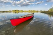 Red canoe on a calm lake — Photo
