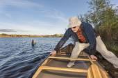 Launching canoe on a lake — Stock Photo