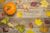 Weathered wood background with leaves — Stock Photo
